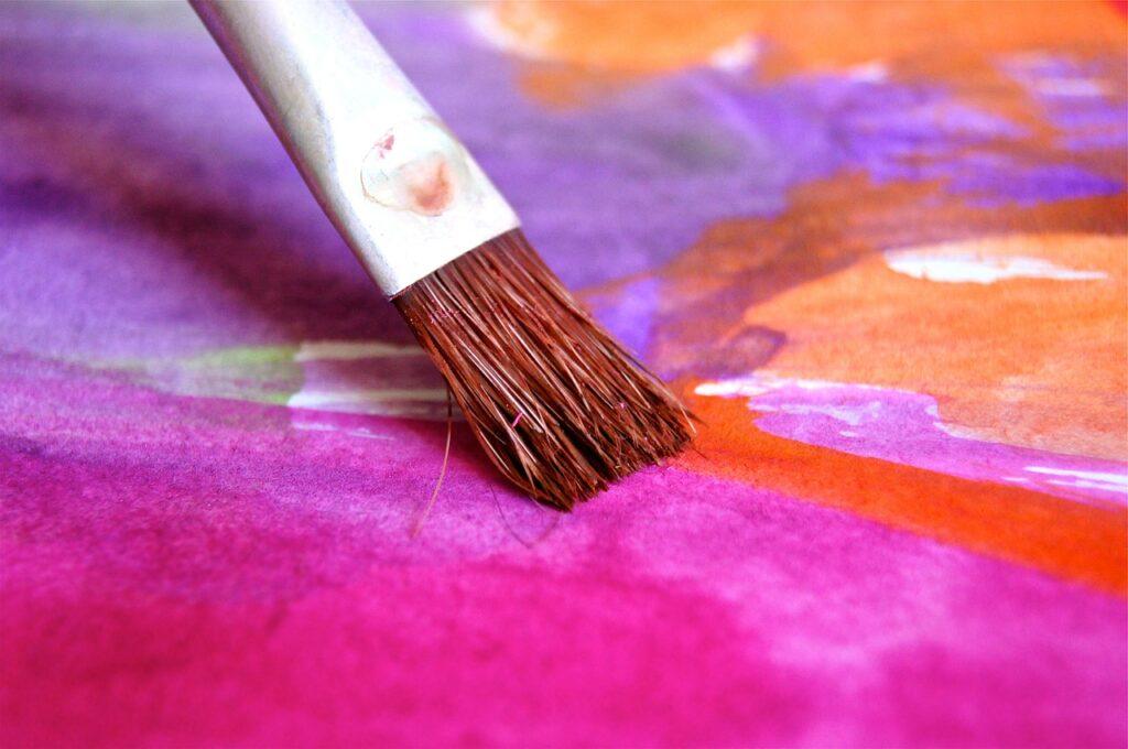 Kolorystyka obrazów a ich wpływ na wnętrze