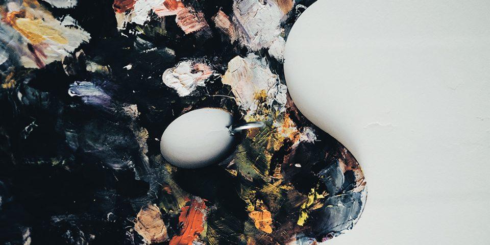 Jak kolory obrazów wpływają na wnętrze salonu i sypialnii?