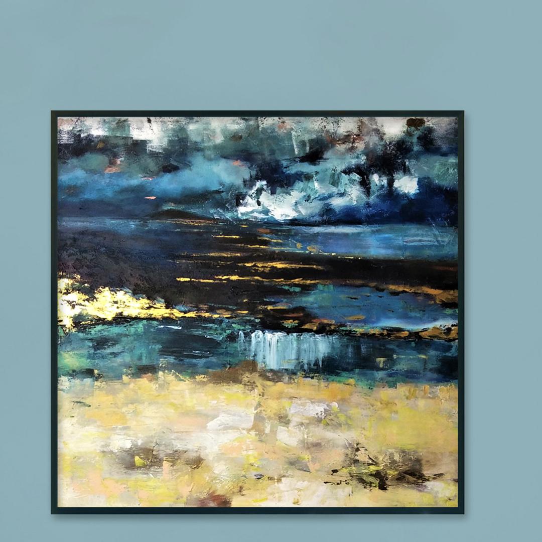 Piękny ręcznie malowany obraz na płótnie na niebieskiej ścianie